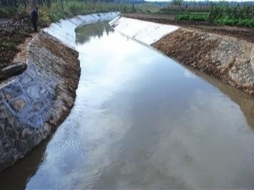 危废非法处置!长江数千吨水体严重污染超标324倍